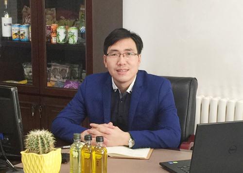 吴康波  副总裁