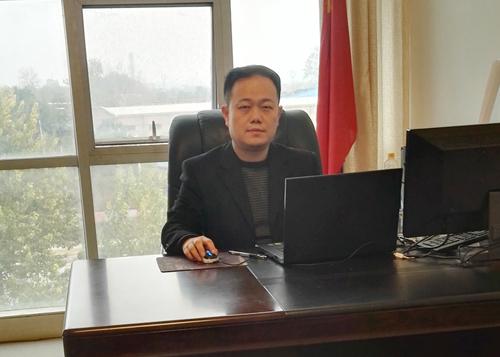 李刚  副总裁